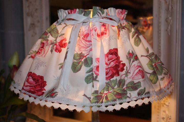 kit de cr ation couture jupon abat jour toile fleurie. Black Bedroom Furniture Sets. Home Design Ideas